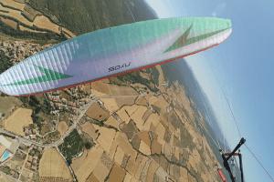 Fons de Leeuw vliegt wedstrijd aan de Swing Nyos